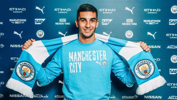 Manchester City sign Valencia winger